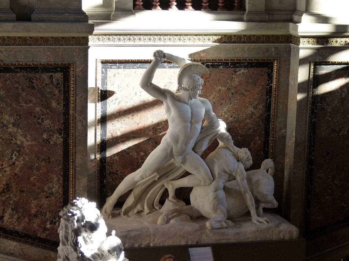 https://upload.wikimedia.org/wikipedia/commons/thumb/e/e7/Canova_-_Theseus_defeats_the_centaur.jpg/1600px-Canova_-_Theseus_defeats_the_centaur.jpg